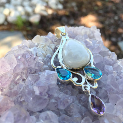 Moonstone Gem Pendant - BEACH TREASURES ONLINE