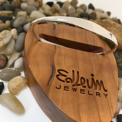 E. L. Designs Hammered Oval Bangle | Ed Levin Designer Jewelry - BEACH TREASURES ONLINE