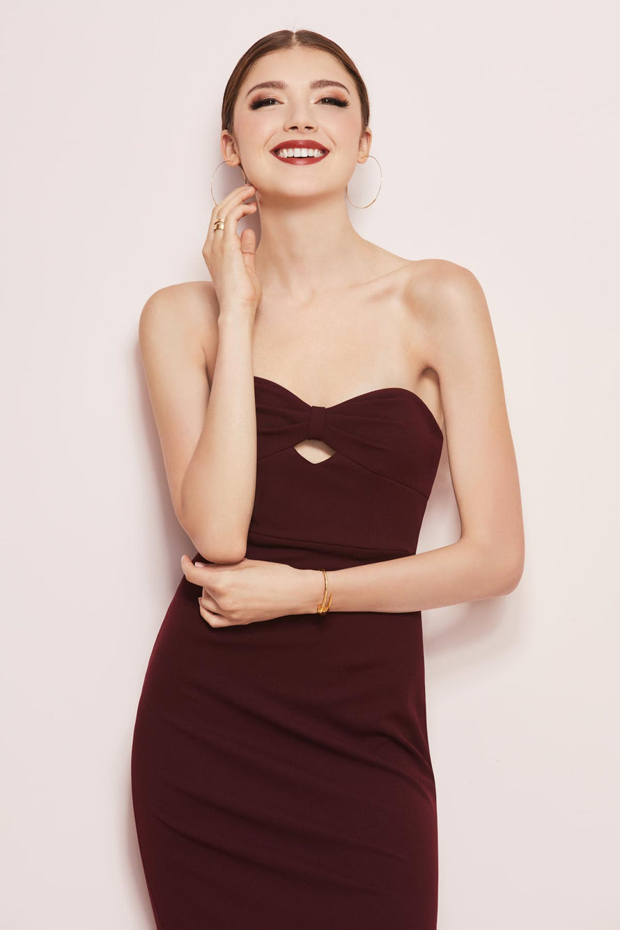 Strapless sweetheart neckline with bow and keyhole detail in ballad crepe fabric.