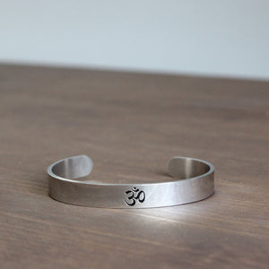 Eastisan Stainless Steel Yoga OM Sign Bangle For Women Men Medition Jewelry Cuff Mantra Bracelet Best Gifts Positive Inspiration