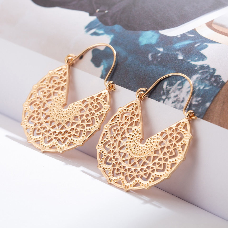 Golden Hollowed Dangle Drop Earrings for Women Female 2018 Wedding Engagement Earrings Hanging Jewelry Accessories