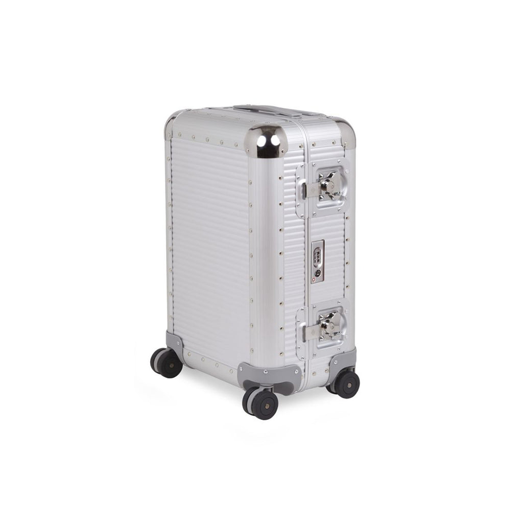 FPM Bank S 55M in Silver. FPM is a premium luggage. Made of 100% Aluminium and Made in Italy.