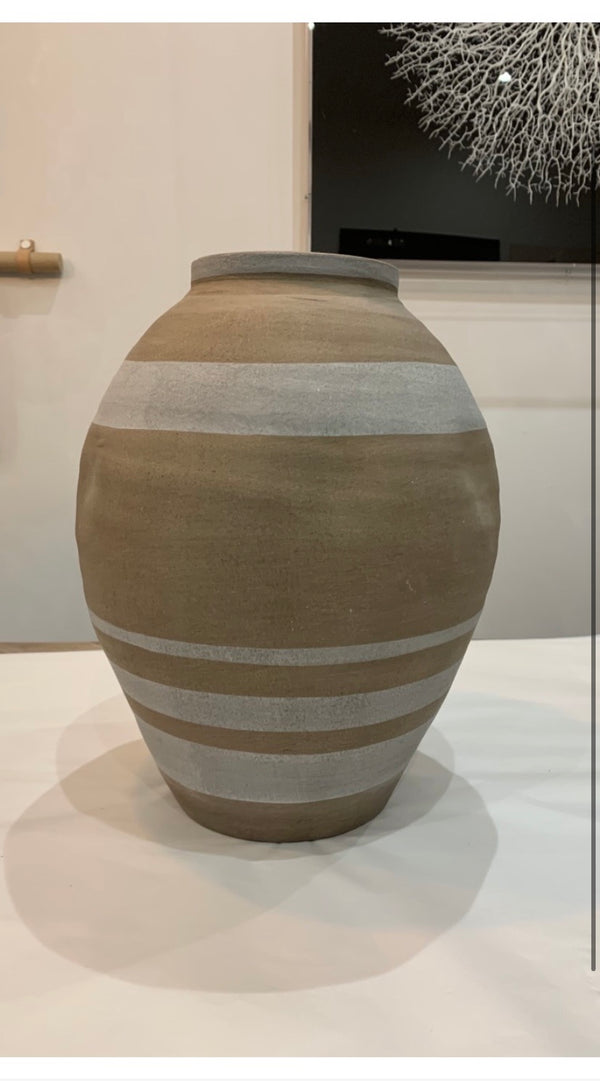 Natural stripe vase
