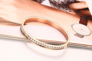 Bracelet - Elegant special design with shiny rhinestones in rose gold color