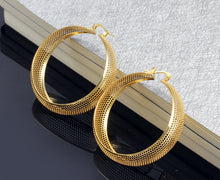 Load image into Gallery viewer, Earrings -Tendy hollow design in  circle shape
