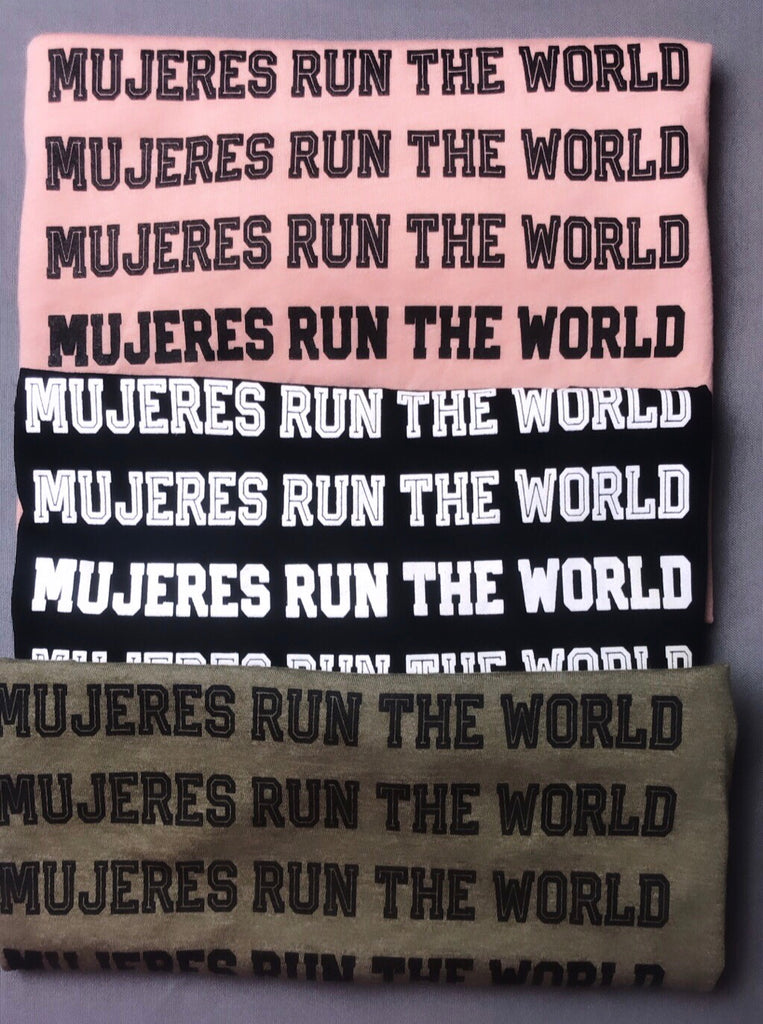 MUJERES RUN THE WORLD UNISEX - PEACH
