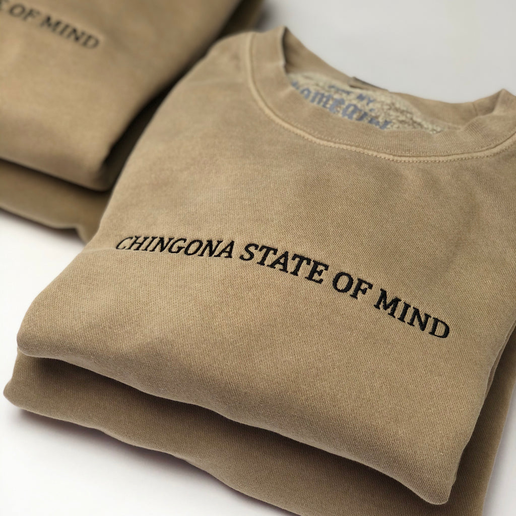 *Chingona State of Mind - Unisex Crewneck Sweatshirt - Sand