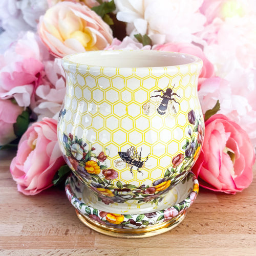 Floral Bee Planter (White and Yellow)