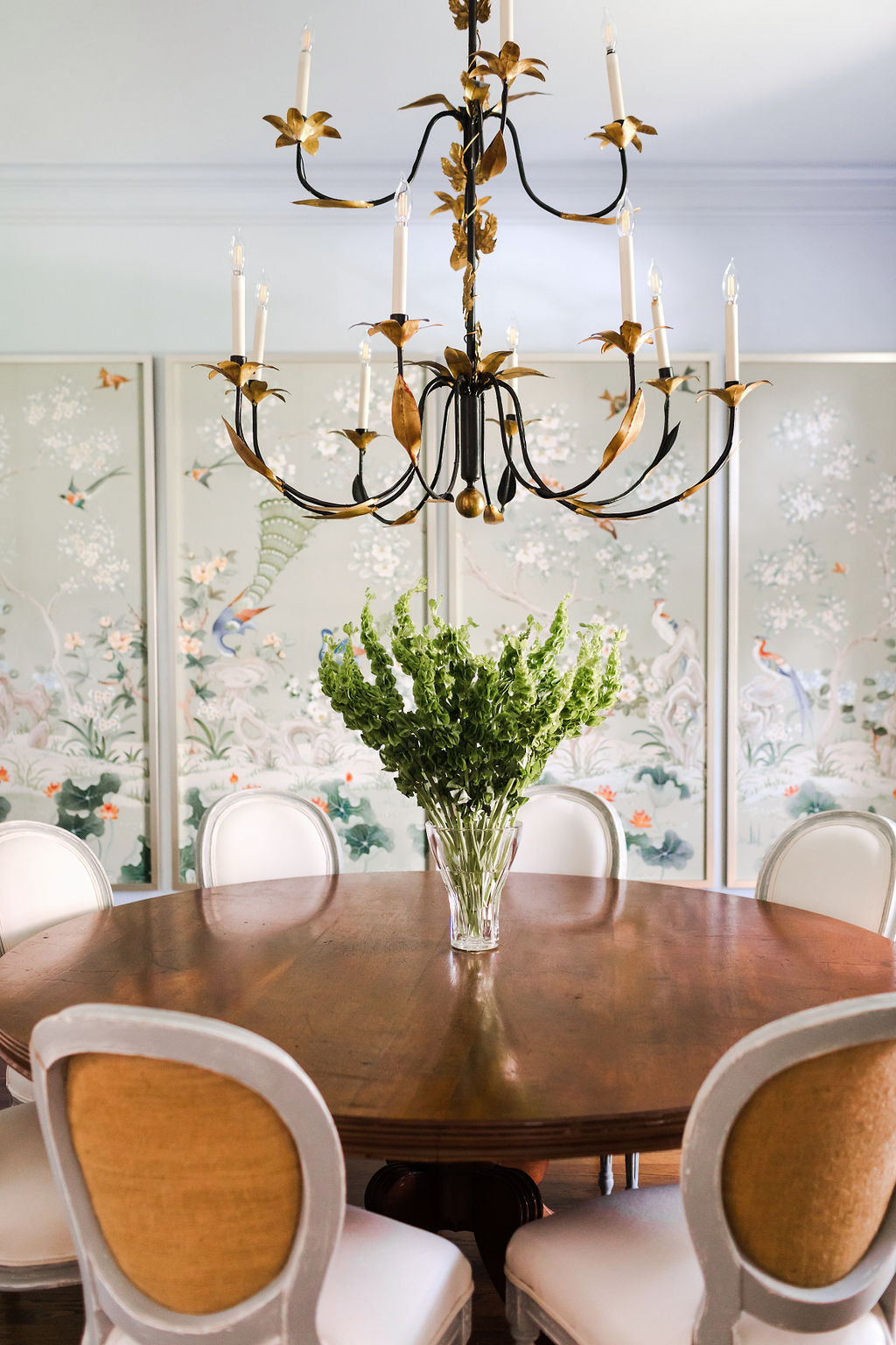 Dining room chandelier | 19th century Regency table | French balloon back chairs | Robert Crowder