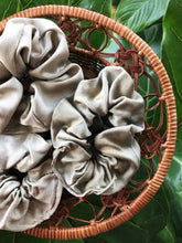 Load image into Gallery viewer, Silk Scrunchie in Sage