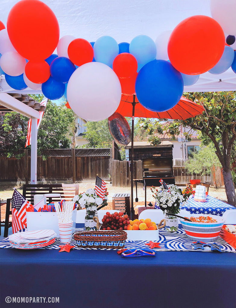 4th of July Party-Patriotic Balloon Garland in backyard by Momo Party