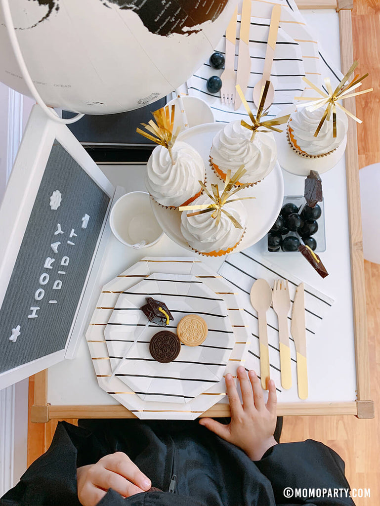 Graduation Party Tablescape Ideas by Momo Party