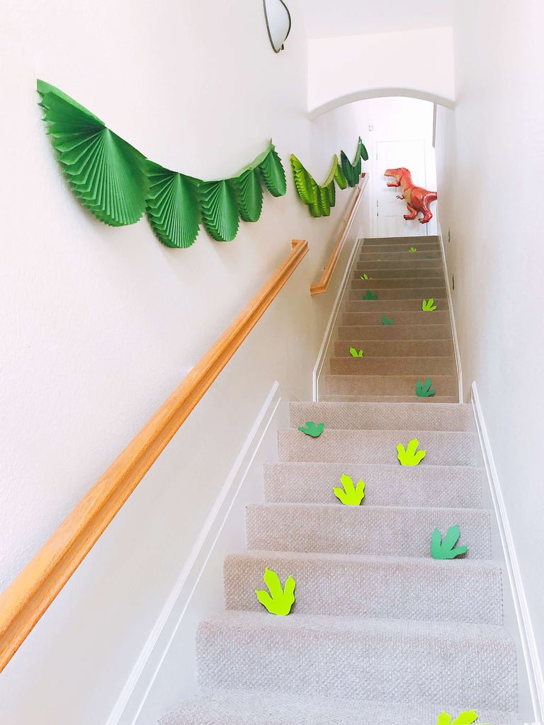 Kids Dinosaur Birthday Party Decoration Ideas_How to DIY Dinosaur Footprints_Kids Party Fun