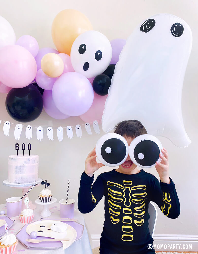 Kids Halloween Ideas Friendly-Eyeball-Balloons by Momo Party