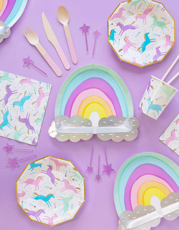 party in a box of kids unicorn theme birthday with unicorn plates, rainbow plates, unicorn cups and napkins. Party supplies box list of Pro unicorn box