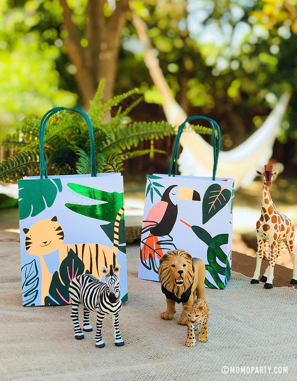 Meri Meri Get Wild Party Favor Gift Bags with Lions, Zebra and Giraffe Figure Toys