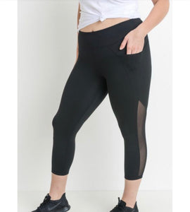 PLUS Mesh Overlay Pocket Capri Leggings
