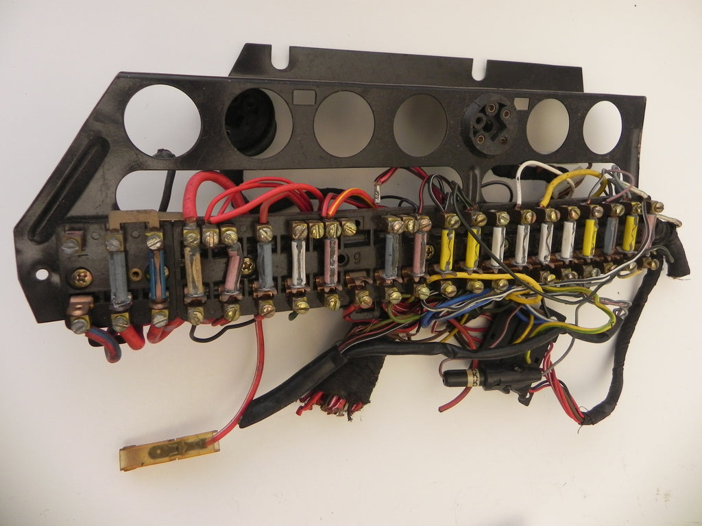 used) 911 fuse panel 1974 89 aase sales porsche parts center on Classic Porsche 911 for (used) 911 fuse panel 1974 89 at 2006 Porsche Cayenne Fuse Box Diagram