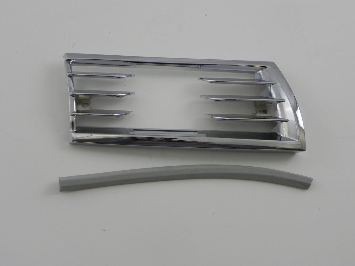 (New) 911/912 SWB Horn Grill for Fog Light, Right - 1965-68