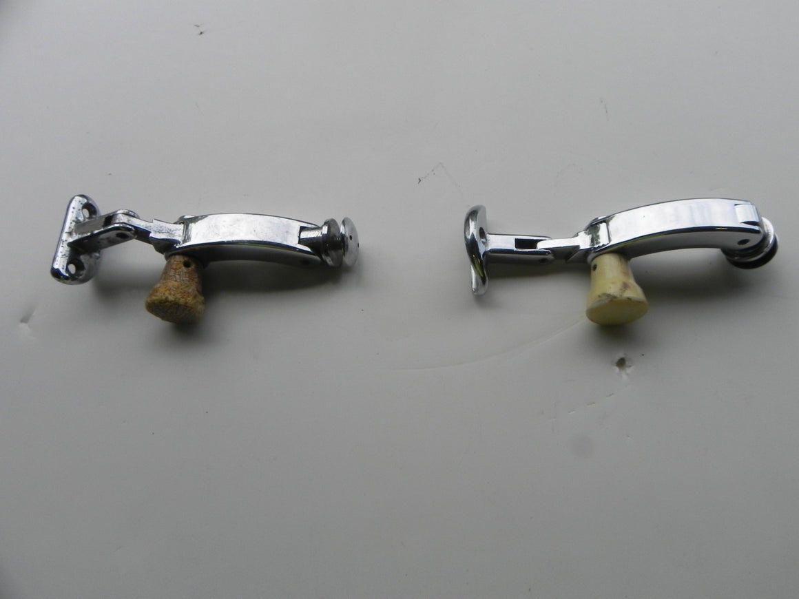 (Used) 356 Pair of Notchback Quarter Window Latches - 1960-65