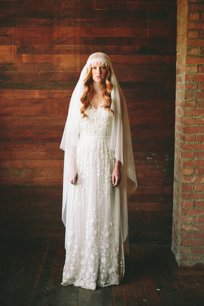 Danani Style #308 | Bride wearing vintage inspired floor length juliet veil bridal cap with lace trim | Lindsey Shaun Photography