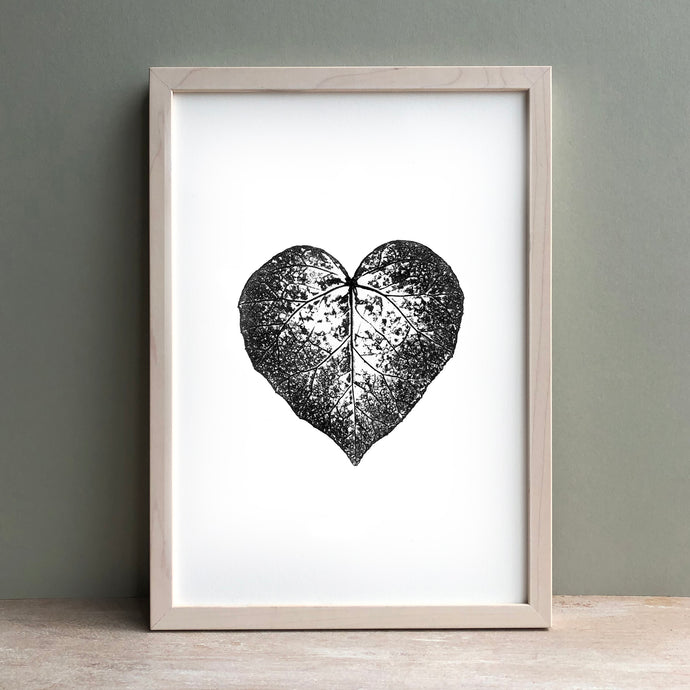 Ivy Heart Leaf Print | Black | Green
