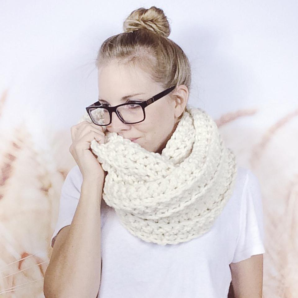 Wheatfield Knitwear Scarves Cream White Chunky Crochet Fall Fashion Infinity Loop Scarf for Women