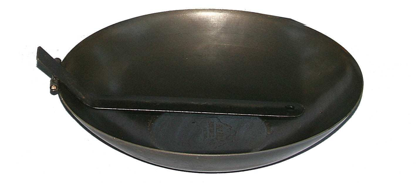 Wok with Folding Handle