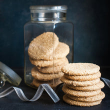 Load image into Gallery viewer, Williams Handbaked Oat Honey Biscuits