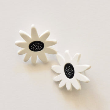 Daisy Post Earrings Black and White - Goldmakers Fine Jewelry