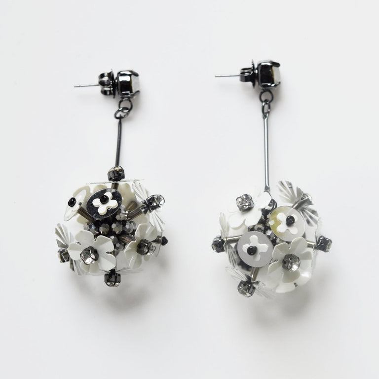 White Flower Explosion - Goldmakers Fine Jewelry