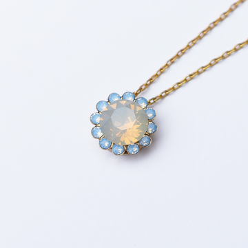Dainty Flower Pendant Necklace - Goldmakers Fine Jewelry