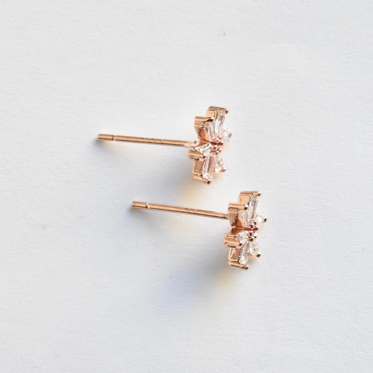 Daisy Studs - Goldmakers Fine Jewelry
