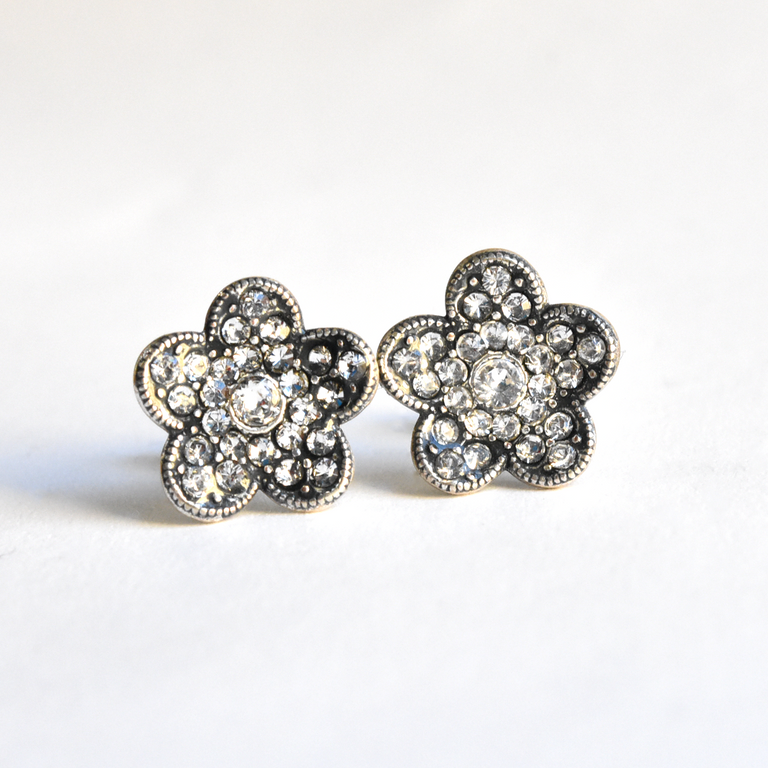 Flower Studs - Goldmakers Fine Jewelry