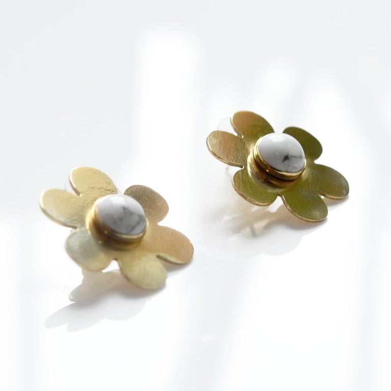 Howlite Daisy Earrings - Goldmakers Fine Jewelry