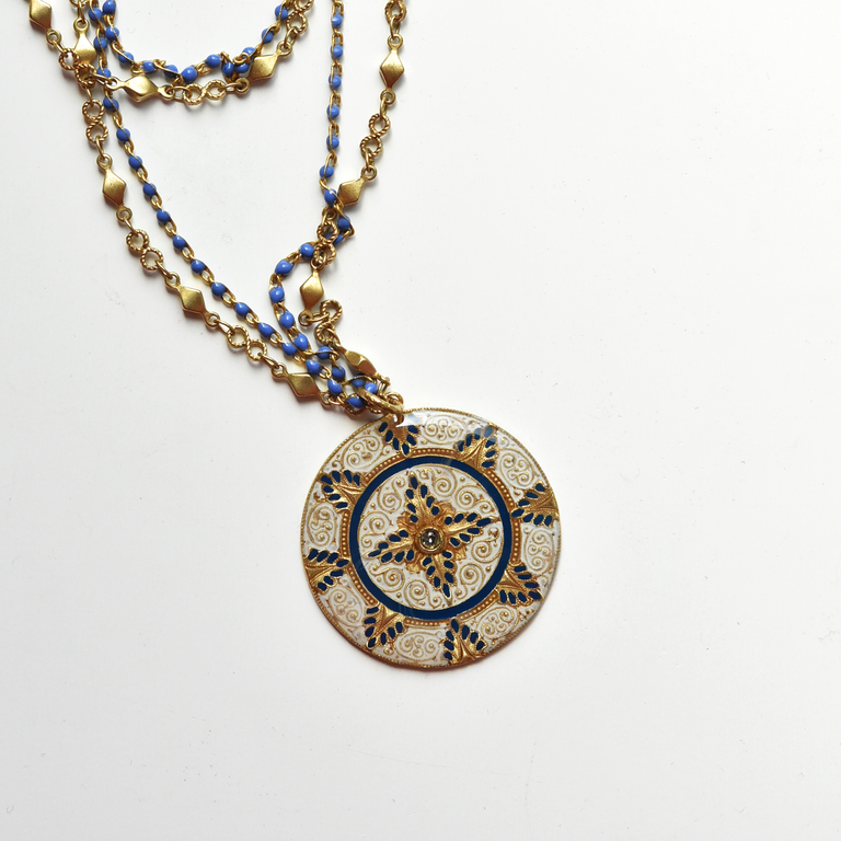 Dual Chain Medallion - Goldmakers Fine Jewelry