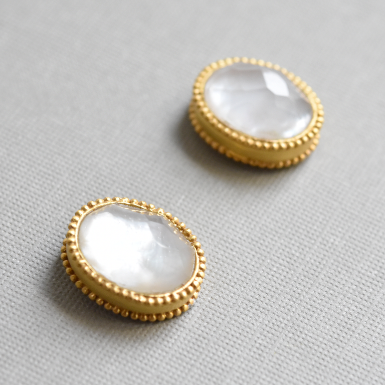 Verona Studs in Mother of Pearl - Goldmakers Fine Jewelry