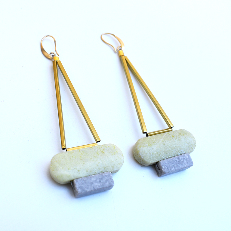 White Agate Pendulum Wire Earrings - Goldmakers Fine Jewelry