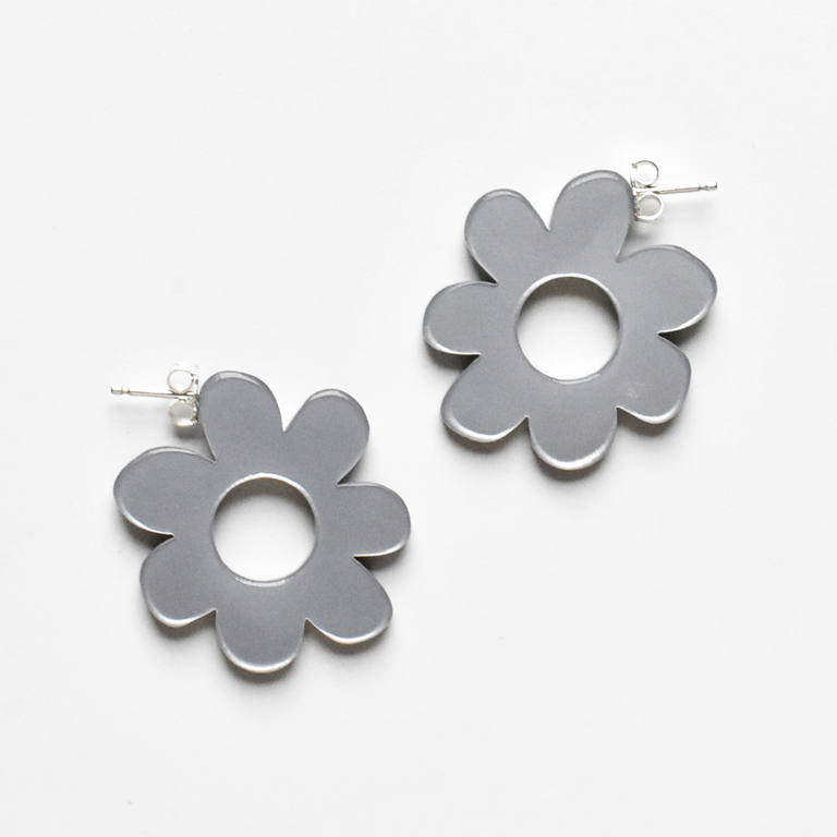 Small Flower Hoop Post Earrings in Silver - Goldmakers Fine Jewelry