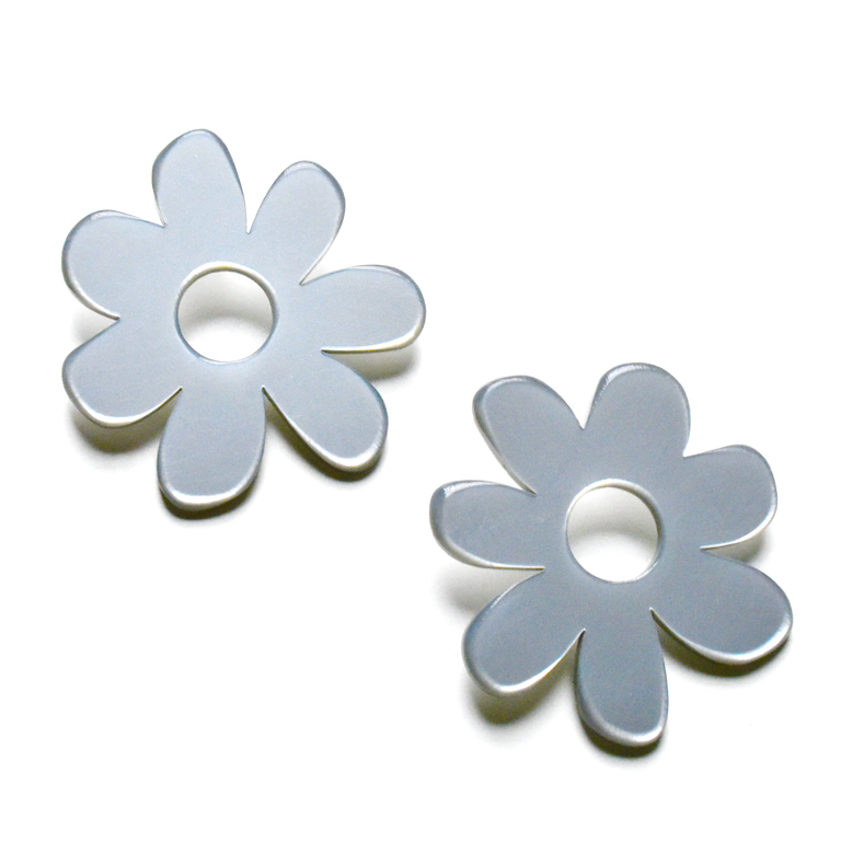 Large Mod Flower Post Earrings in Silver - Goldmakers Fine Jewelry