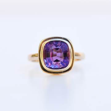 Structured Ring in Gold with Amethyst - Goldmakers Fine Jewelry
