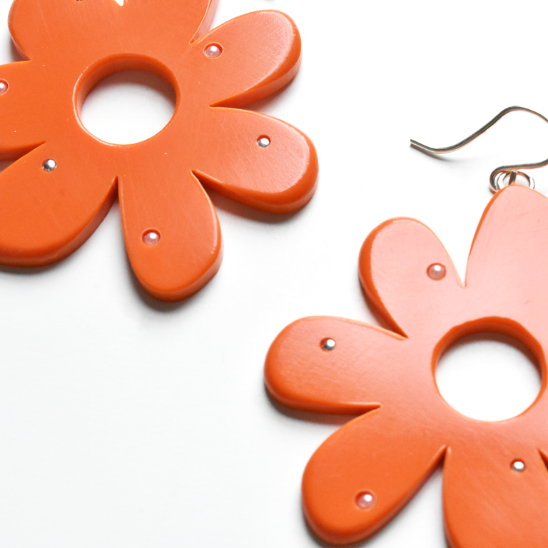 Large Tomato Mod Flowers with Accents - Goldmakers Fine Jewelry