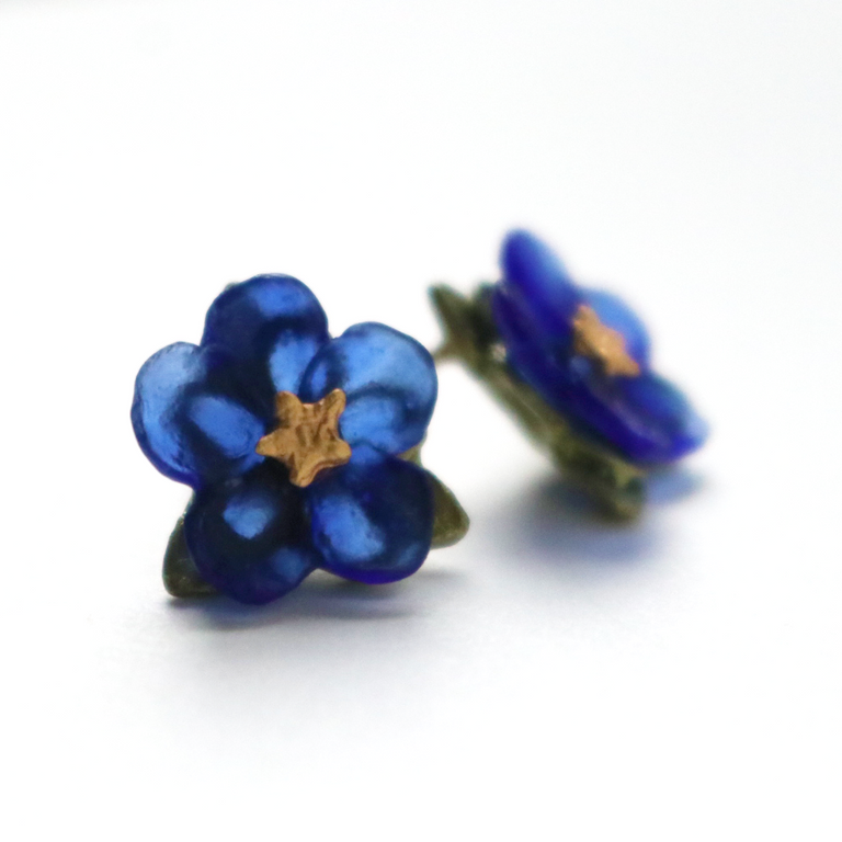 Blue Violet Studs - Goldmakers Fine Jewelry