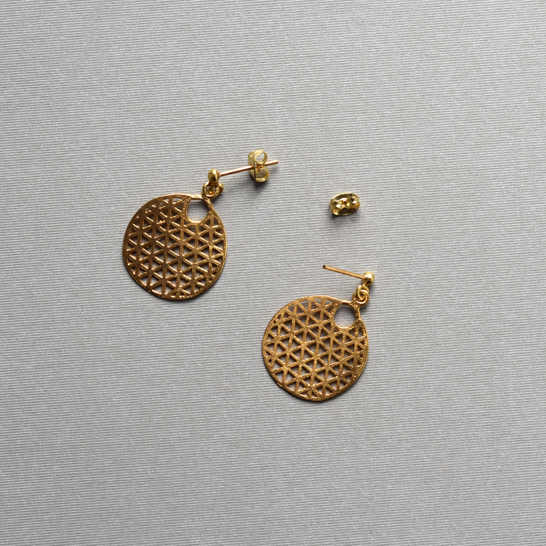 Golden Geometric Circle Earrings - Goldmakers Fine Jewelry