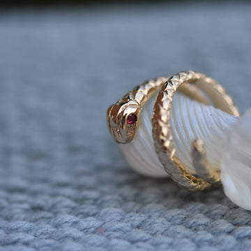 Cleopatra's Asp Ring in Gold