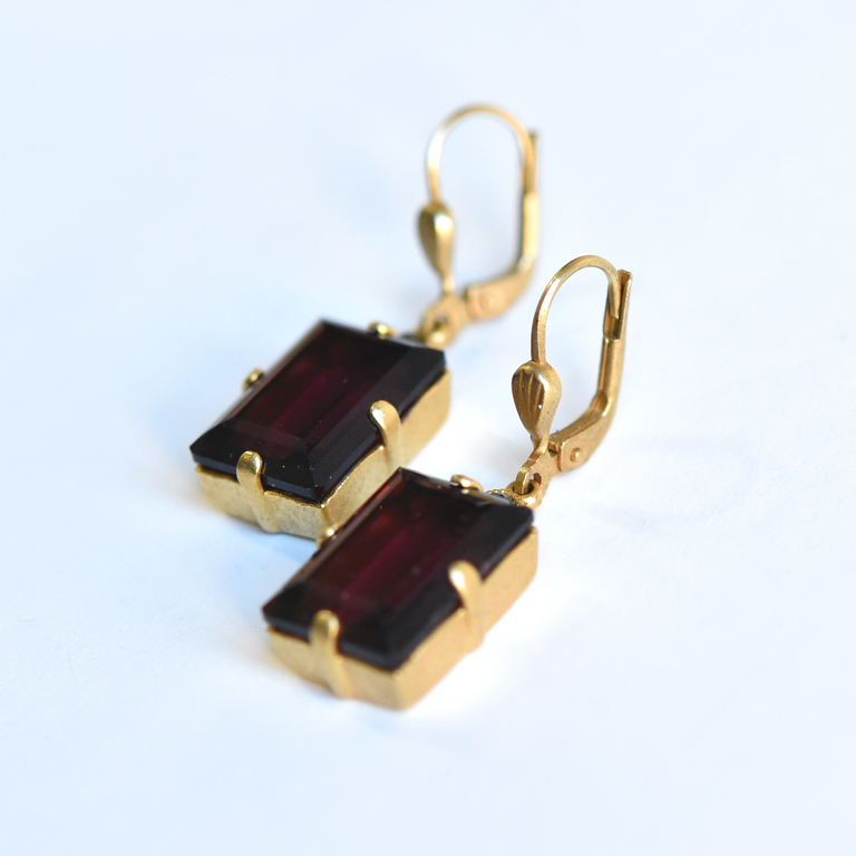 Maroon Crystal Drops - Goldmakers Fine Jewelry