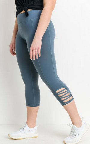 Criss Cross Capri Pocket Leggings