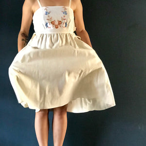 Mid-century embroidred cloth Pinafore Dress