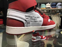 Load image into Gallery viewer, Porte-clés sneakers 3D : Air Jordan 1 x Off White - ChicagoSneakers Wall Star- accessoires sneakers addict