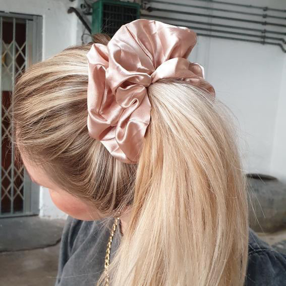 Fashion by Heart - Oversized scrunchie, gylden